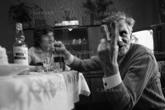 06  Gornicy kopalni Wieczorek, Katowice 1974 W domu  gornika emeryta