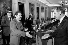 01 Lech Wałesa i Mieczysław Rakowski.  Pertraktacje Solidarności i rządu w okresie kryzysu bydgoskiego, marzec 1981