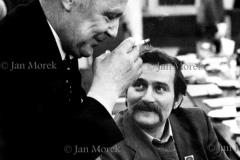 06 Mieczysław Rakowski i Lech Wałęsa.. Pertraktacje Solidarnosci i rządu w trkacie kryzysu bydgoskiego 1981