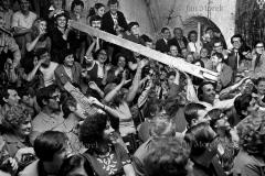 """Skecz """"Budujemy Polskę Ludową"""". Piwnica pod Baranami 1971"""