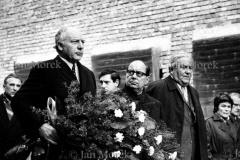 Układ Warszawa-Bonn w sprawie uznania granic PRL. 1967. Minister Walter Schell w Auschwitz