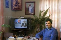 01  W mieszkaniu rolnika z Jeleniewa, Suwalszczyzna, 1986