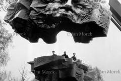 PomnikWadzsawa Broniewskieo, autor Gustaw Zemla  1968